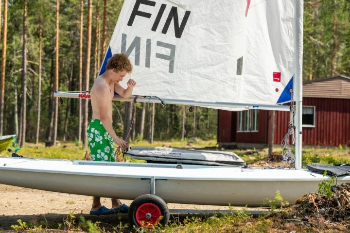 Hauskanpito ja jollalla kovaa ajaminen ovat Aatu Aspelundin mielestä tärkeimpiä asioita leirillä.