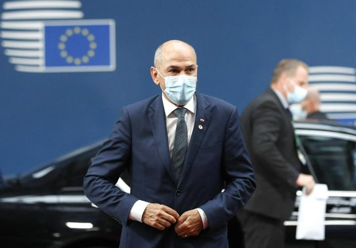 Alkuvuodesta pääministeri Janez Jansan tekemisistä on keskusteltu laajemminkin Euroopassa, sillä huomiota ovat herättäneet hänen solvauksensa kriittisiä juttuja tehneitä toimittajia kohtaan. LEHTIKUVA / AFP