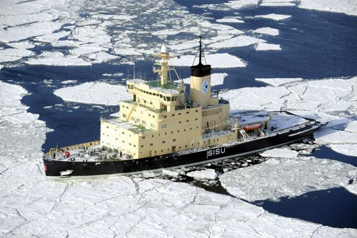 Jäävahvistetut alukset kuluttavat paljon polttoainetta, mikä taas lisää niiden päästöjä. LEHTIKUVA / Heikki Saukkomaa