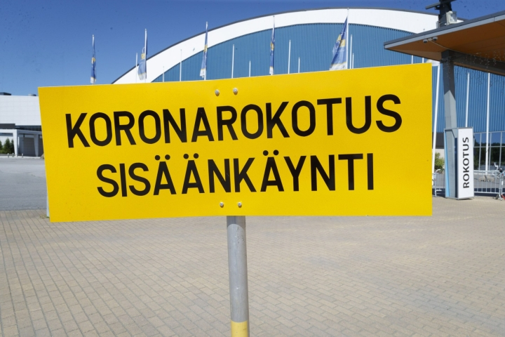 Suomessa on todettu kaikkiaan jo liki 100 000 koronatartuntaa. LEHTIKUVA / KALLE PARKKINEN