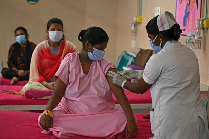 Koronarokotusta Intiassa tällä viikolla. Lehtikuva/AFP