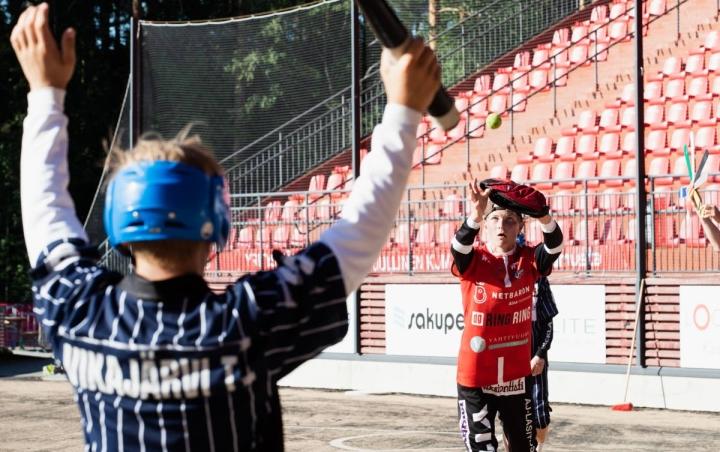 JoMan lukkarina toimi 15-vuotias Ukko Schroderus. Hän kunnostautui sisäpelissä kahden lyödyn juoksun verran.