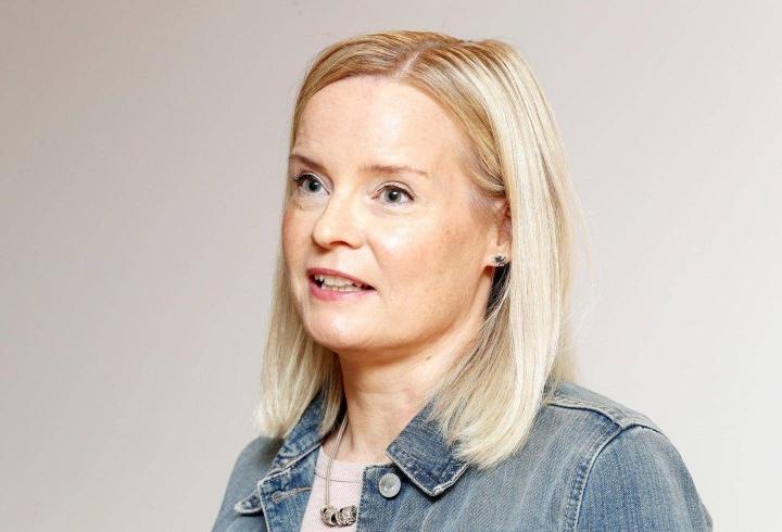 Perussuomalaisten ensimmäinen varapuheenjohtaja Riikka Purra tiedotustilaisuudessaan Helsingissä tänään.