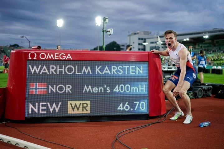 Warholm huipensi torstain myöhäisillassa yleisurheilun kauden neljännen Timanttiliigan kisan Oslossa juoksemalla miesten 400 metrin aidoissa uuden maailmanennätyksen 46,70. LEHTIKUVA/AFP
