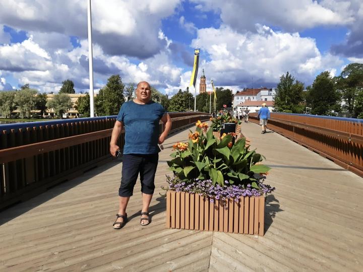 Jarmo Hirvonen patistaa keihäänheittäjiä kovaan perusharjoitteluun, jotta kuntopohja kestäisi 90 metrin tavoittelun.