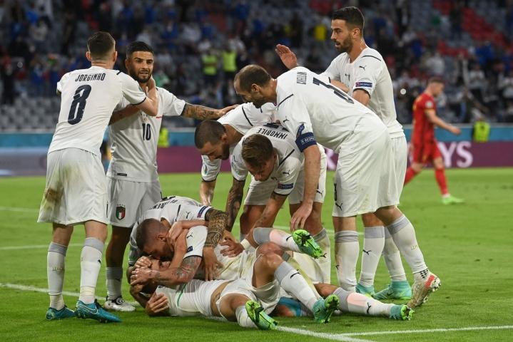 Italia on vertailussa kutakuinkin kaikilla mittareilla ennakkosuosikki tiistaina Lontoossa jalkapallon miesten EM-välierässä Espanjaa vastaan. LEHTIKUVA/AFP