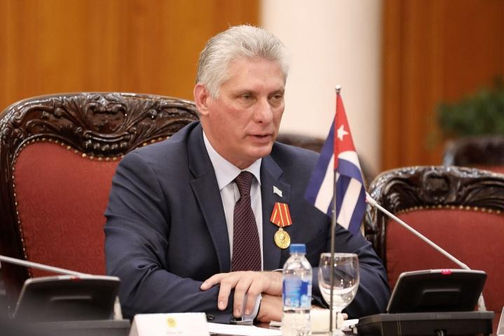 Kuuban presidentti Miguel Diaz-Canelin mukaan sosiaalisessa mediassa on levitetty valheellisia kuvia Kuuban rauhattomuuksista. LEHTIKUVA / AFP