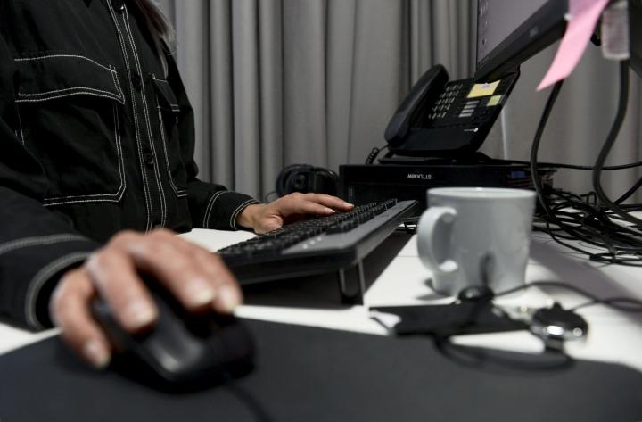 EUn tietosuoja-asetus antaa paremman suojan henkilötiedoille. Lisäksi ihmisille tuli sen myötä enemmän keinoja hallita omien tietojensa käsittelyä. LEHTIKUVA / Olivia Ranta