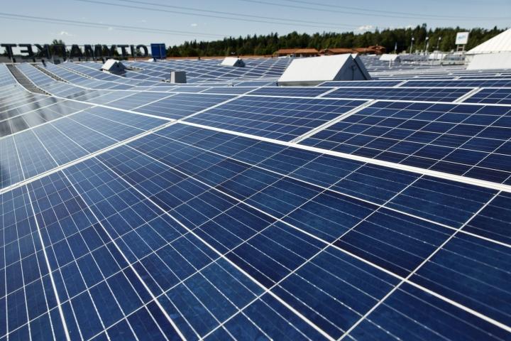 Finnwatch pyysi tietoja 13 yritykseltä. Kuvituskuvaa aurinkopaneeleista. LEHTIKUVA / RONI REKOMAA