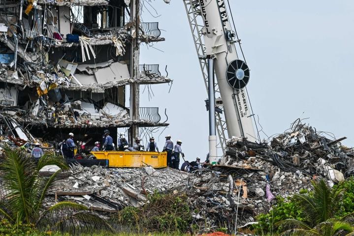 Noin 140 ihmistä on edelleen kateissa onnettomuuden jälkeen. Lehtikuva/AFP