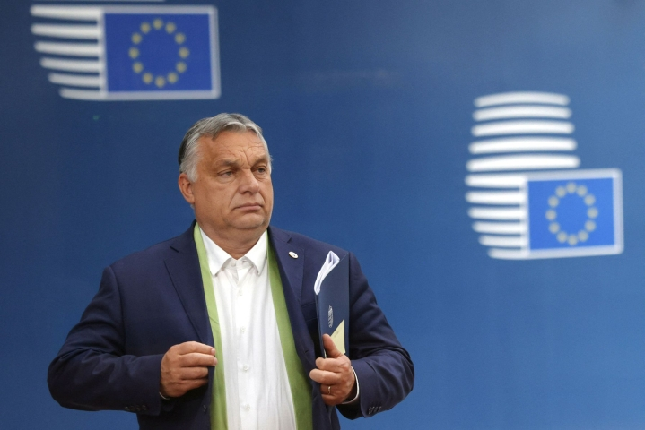 EU-lähde kertoi uutistoimisto AFP:lle, että komissio lähettää Unkarin pääministerin Viktor Orbanin hallinnolle varoituskirjeen keskiviikkona ja aloittaa rikkomusmenettelyn torstaina. LEHTIKUVA/AFP