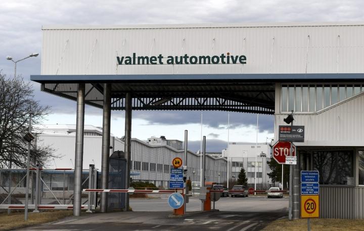 Uudenkaupungin autotehtaan omistavan Valmet Automotiven aurinkokennoihin perustuvan sähköautotuotannon on määrä käynnistyä ensi vuonna. LEHTIKUVA / VESA MOILANEN