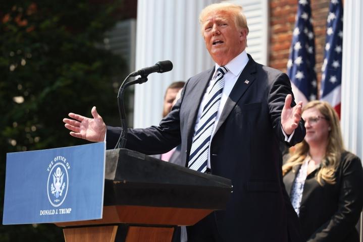Trump sai julkaisukiellon Facebookissa ja Twitterissä sen jälkeen, kun hänen kannattajansa olivat hyökänneet Yhdysvaltain kongressitaloon tammikuun alussa. LEHTIKUVA/AFP