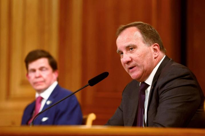 Stefan Löfvenin (oik.) on tarkoitus kasata sosiaalidemokraattien ja ympäristöpuolueen vähemmistöhallitus, joka saisi tukea ainakin keskustapuolueelta. LEHTIKUVA / AFP