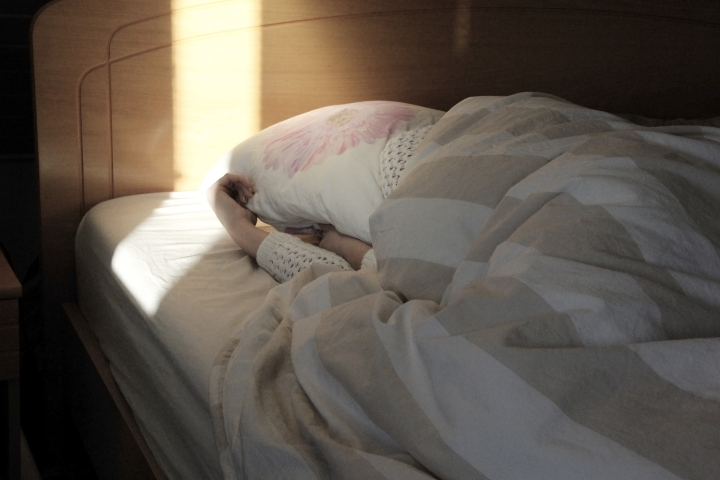 Muun muassa hengenahdistus, uupumus, masennus ja alentunut keskittymiskyky ovat long-covidin tyypillisiä oireita.
