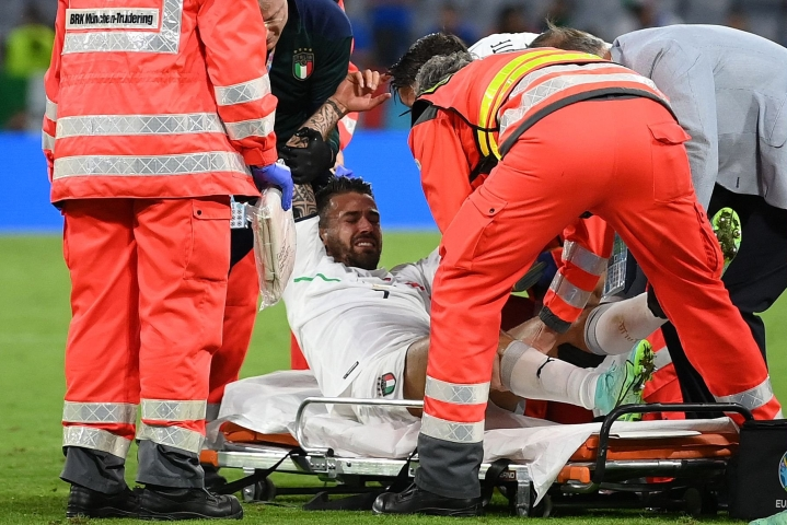 Leonardo Spinazzola leikattiin maanantaina Turussa. Spinazzolan akillesjänne repesi viime perjantaina Belgiaa vastaan pelatussa EM-puolivälieräottelussa. LEHTIKUVA/AFP