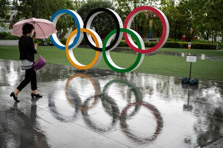 Kansainvälinen olympiakomitea KOK lievensi perjantaina urheilijoiden mielenilmauskieltoa. Lehtikuva/AFP