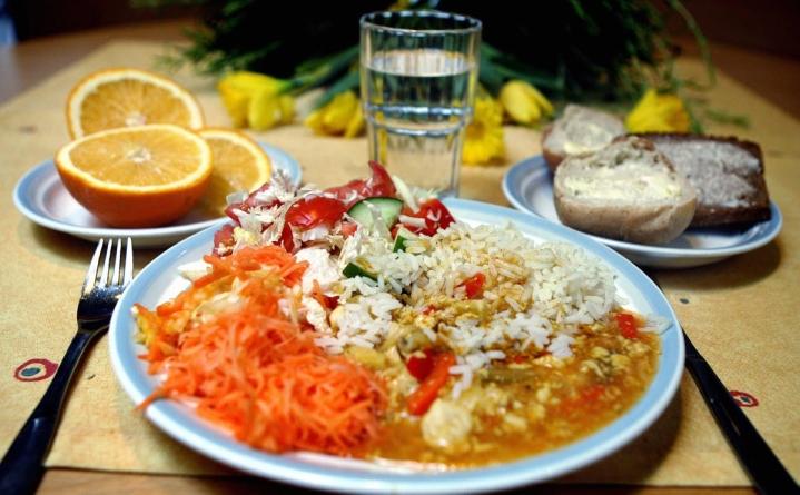 Suomalaisille suositellaan vihannesten ja hedelmien syönnin lisäämistä.