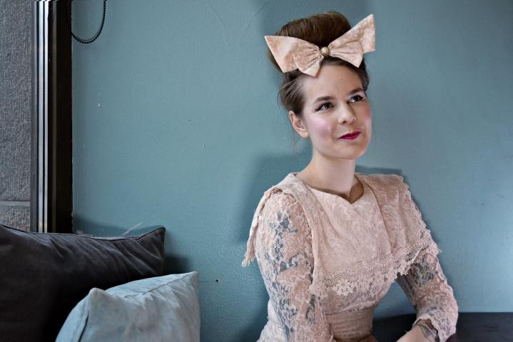 Useista televisio-ohjelmista tunnettu toimittaja Ina Mikkola on toinen suomalaista hip hop -skeneä käsittelevän sometilin ylläpitäjistä.