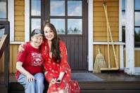 """Taiteilija Sini Majuri asuu perheineen kotipaikallaan kolmen polven kodissa – """"Tämä on kuin italialainen perhe"""""""