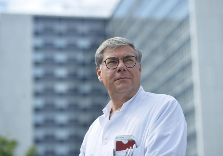 Husin ylilääkäri Asko Järvinen Helsingissä Meilahden sairaala-alueella 2. heinäkuuta 2020. LEHTIKUVA / OLIVIA RANTA