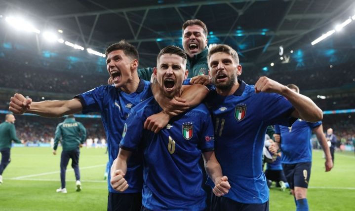 Italia on pelannut nyt 33 peräkkäistä tappiotonta ottelua päävalmentaja Roberto Mancinin alaisuudessa. LEHTIKUVA / AFP