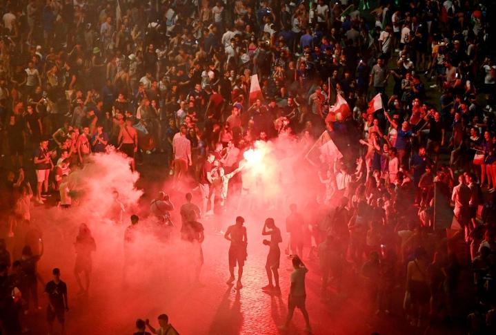 Rooman kaduilla juhlittiin Italian toista EM-kisavoittoa. LEHTIKUVA / AFP