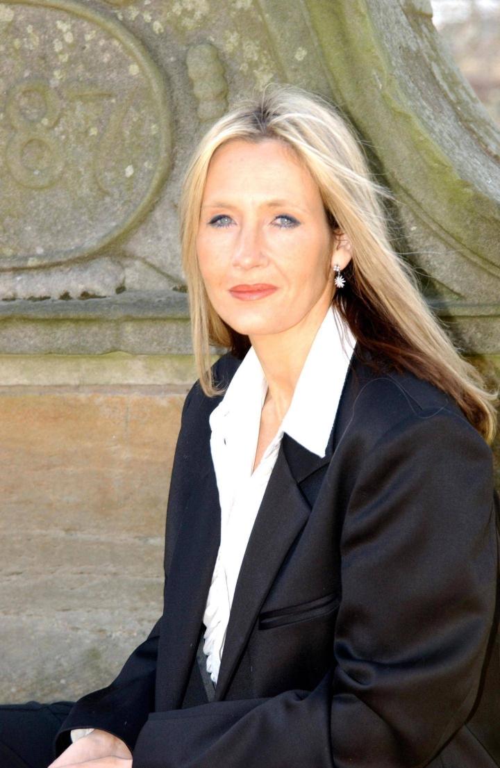 Omaisuuden Potter-kirjoillaan luonut J. K. Rowling julkaisee uutta tuotantoa syksyllä.