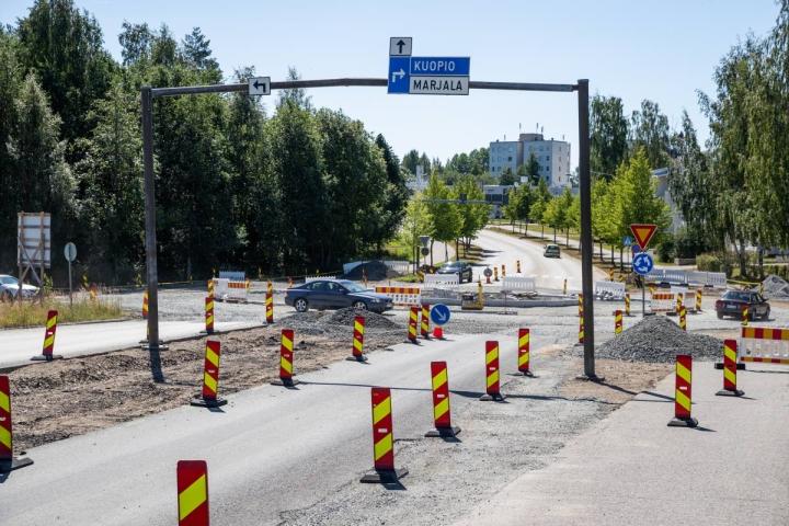 Noljakantien ja Marjalantien kiertoliittymän rakentaminen edistyy. Tällä hetkellä rakennustyömaa hieman hankaloittaa liikenteen kulkua.