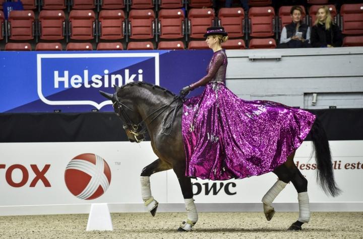 Helsinki Horse Show'n siirtämispäätös toisena vuonna peräkkäin oli järjestäjille vaikea. LEHTIKUVA / EMMI KORHONEN