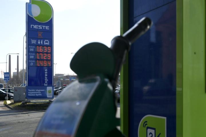 Hintojen nousua vauhditti muun muassa bensiinin ja dieselin kallistuminen. Kuvituskuvaa. Lehtikuva / Markku Ulander