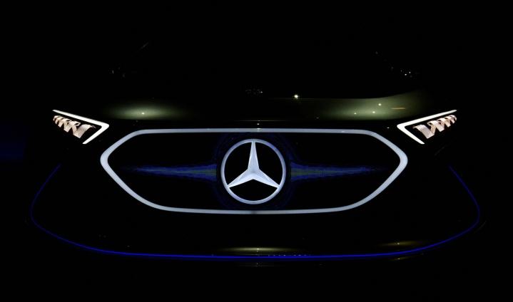 Mercedes-Benz-autoja valmistava Daimler kertoo, että sen kaikista automalleista tulee tarjolle sähköinen versio vuoteen 2025 mennessä. LEHTIKUVA / AFP
