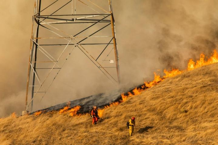 Pacific Gas and Electric -yhtiön viallisten voimajohtojen on arvioitu sytyttäneen Kaliforniassa useita maastopaloja vuosien varrella. Kuva on vuodelta 2019. LEHTIKUVA / AFP