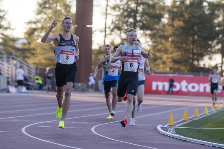Topi Raitanen oli erinomaisessa iskussa gp-kisoissa Harjulla, kun hän kukisti 1500 metrillä niukasti Joonas Rinteen.