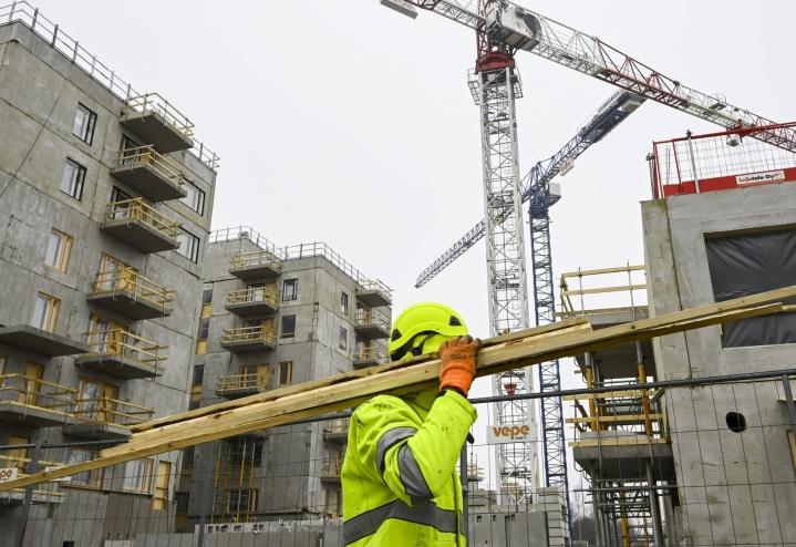 Asuntorakentamisen kuutiomäärä lisääntyi 20 prosenttia, ja aloituksia oli peräti 45 prosenttia viime vuoden vastaavaa aikaa enemmän. LEHTIKUVA / Markku Ulander