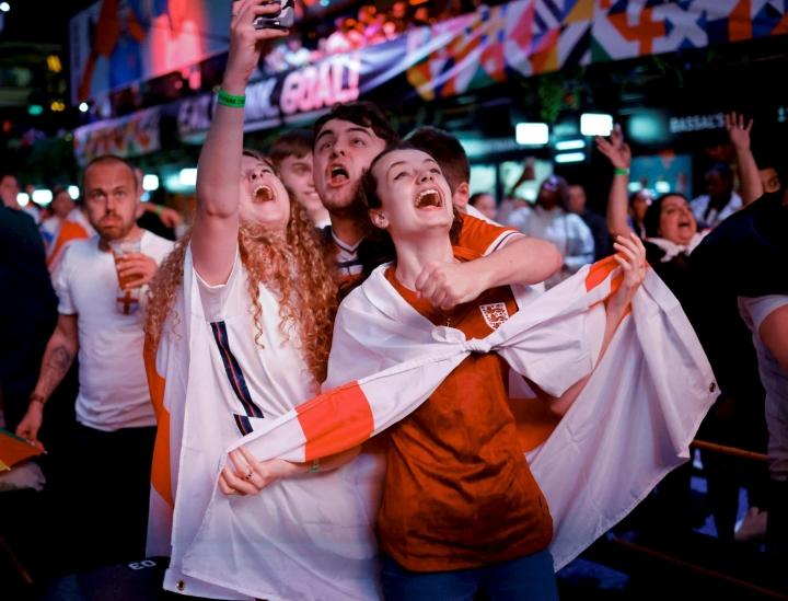 Lontoon kadut ovat täyttyneet kotijoukkueen kannattajista, ja kisahuuma vain kiihtyi tunteja ennen EM-loppuottelun alkua. Englantia on vastassa Italia. LEHTIKUVA/AFP