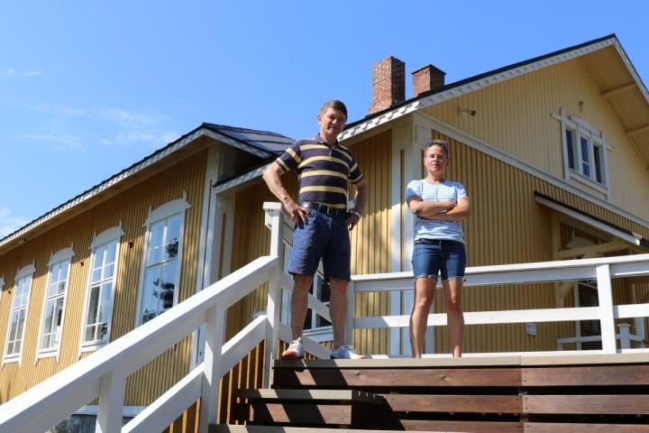 Jukka Hakkarainen ja Katri Kantola ovat mukana järjestämässä kesäpäivien tapahtumia.