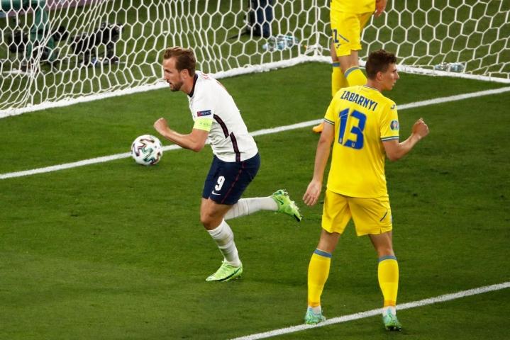 Harry Kane teki Englannin 1-0-maalin Ukrainaa vastaan. LEHTIKUVA/AFP