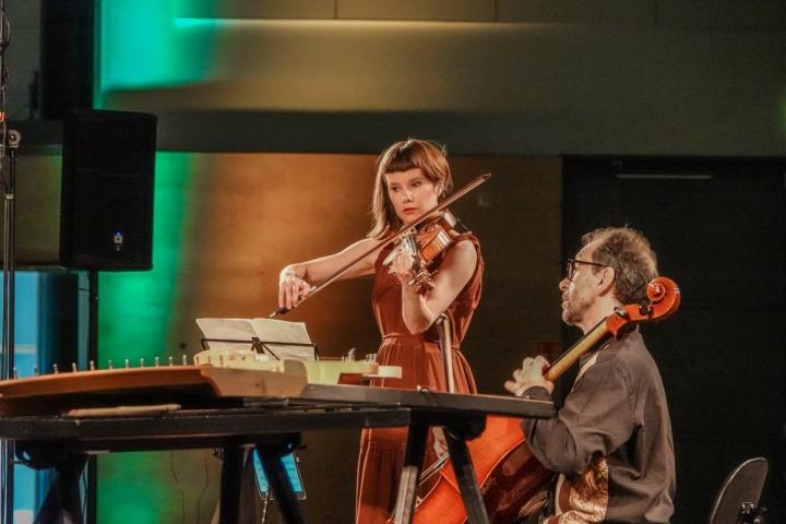 Alttoviulisti Lilli Maijala ja sellisti Robert Cohen esittivät Lutoslawskia.