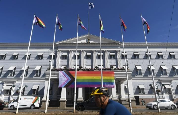 Suomen suurin Pride-tapahtuma on juhannuksen jälkeen vietettävä Helsinki Pride -viikko. LEHTIKUVA / VESA MOILANEN