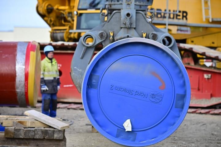 Lähes valmiiksi rakennettu putki kulkee Itämeren halki ja kuljettaa kaasua Venäjältä Saksaan. Kuva Nord Stream 2:n työmaalta Saksassa Lubminissa maaliskuussa 2019.  LEHTIKUVA/AFP