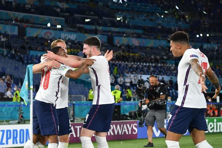 Kotiviheriöllään pelaavan Englannin tavoitteena on selviytyä keskiviikkona historiansa ensimmäisen kerran jalkapallon miesten EM-loppuotteluun, kun puolestaan Tanska metsästää finaalipaikkaa tähtäimessään vuoden 1992 EM-mestaruuden uusiminen. LEHTIKUVA/AFP