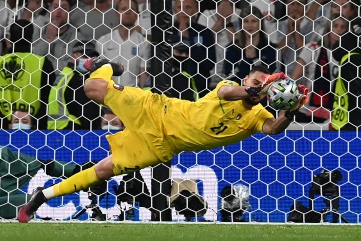 Donnarumma torjui Italian EM-kultaan päästäen turnauksessa neljä maalia. LEHTIKUVA/AFP