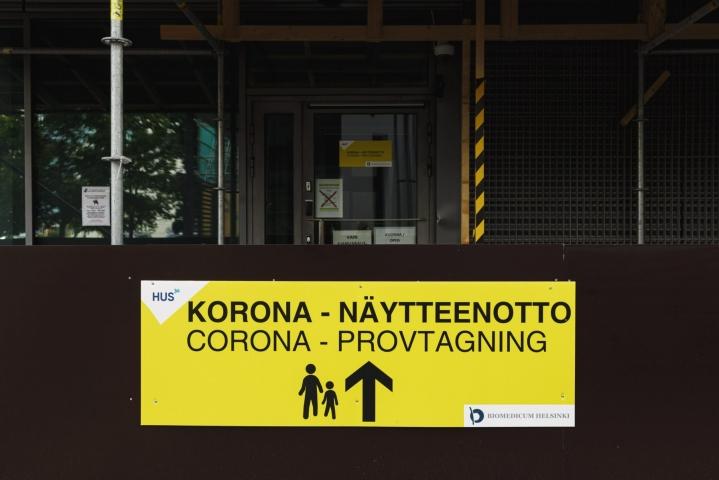 Koronatartuntojen ilmaantuvuus on Suomessa taas kasvussa. LEHTIKUVA / Roni Rekomaa