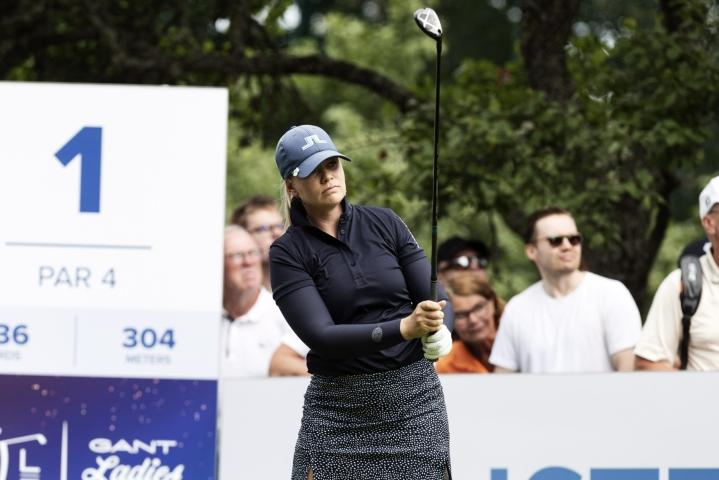 Matilda Castren nousi perjantaina golfin naisten Euroopan-kiertueen kilpailun johtoon Turussa. LEHTIKUVA / Roni Rekomaa