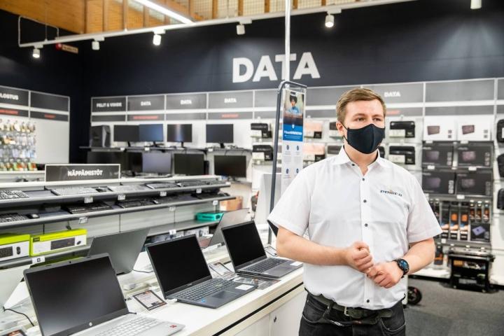 Tietokoneen ostajan kanssa käydään läpi asiakkaan yksilölliset tarpeet sekä ajankohtaiset suositukset. Joensuun Powerin dataosaston Eero Mielonen on valmis auttamaan tietokoneasioissa.