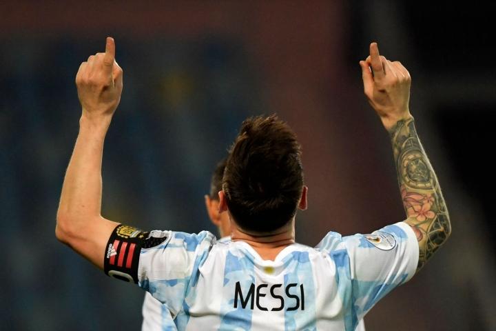 Lionel Messi junaili kaikki Argentiinan kolme maalia. LEHTIKUVA/AFP