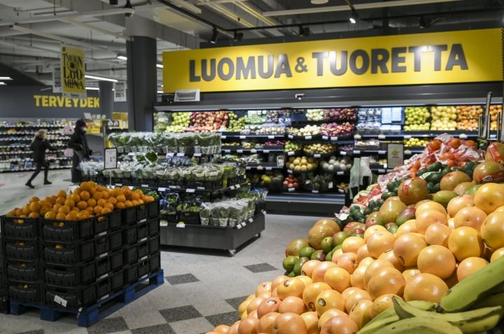 Marketkaupassa myynti on noussut selvästi yli koronaa edeltävän tason. LEHTIKUVA / Markku Ulander