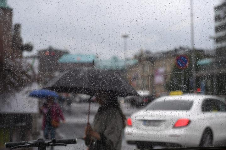 Perjantaille on ennustettu sateita. LEHTIKUVA / SILJA-RIIKKA SEPPÄLÄ