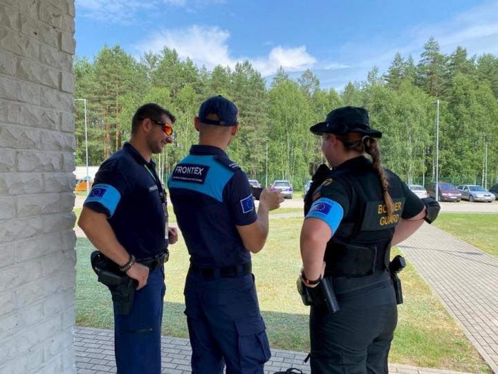 Suomen rajavartiolaitos lähetti viime viikolla kaksi partiota tukemaan Latvian ja Liettuan rajavalvontaa. LEHTIKUVA / Hand Out / Frontex